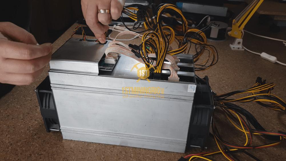 BlackMiner-F1-PSU-installation-Controller-6pin-connection-