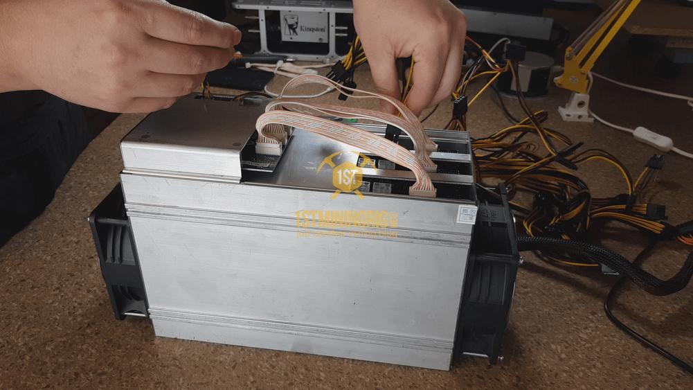 BlackMiner-F1-PSU-installation-Hashboard-6pin-connection-1
