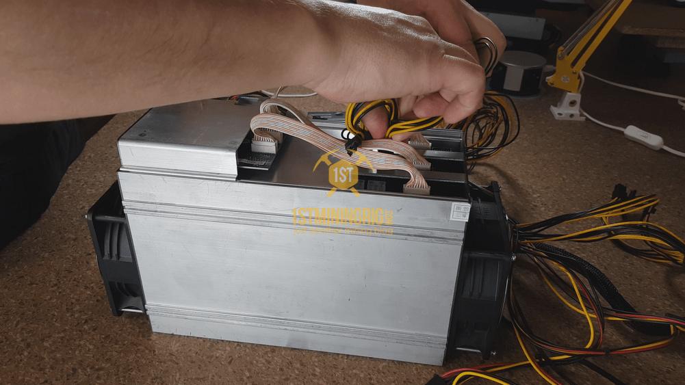 BlackMiner-F1-PSU-installation-Hashboard-6pin-connection-2