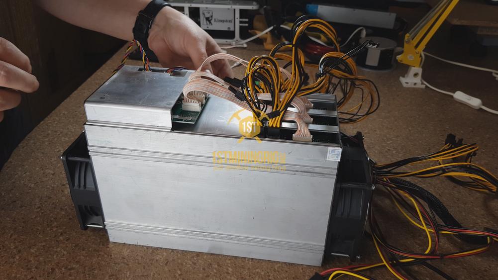 BlackMiner-F1-PSU-installation-Hashboard-6pin-connection-3
